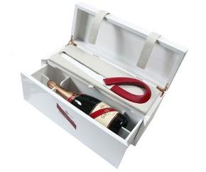 Шампанское и меч в комплекте