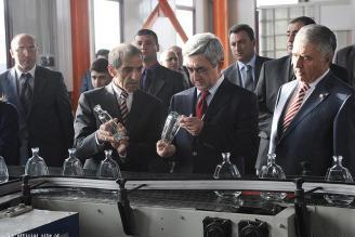 Президент Армении посетил стекольный завод «Саранист»