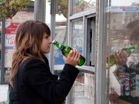 Продавцы алкоголя получили право проверять документы