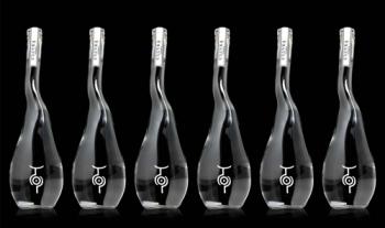 Необычный дизайн водки U'Luvka