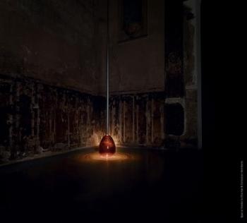 Янтарная лампа — совместный проект Martell и Жана Нувеля
