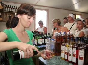 Россия забраковала 730 тысяч литров вина Абхазии в 2010 году