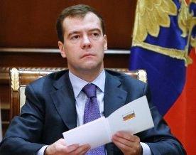 Медведев поручил доработать закон о госконтроле за оборотом алкоголя