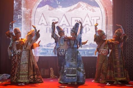 Для коньяка «Арарат» создали костюмы