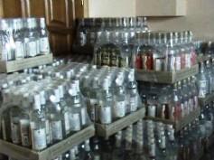 На рынке в Красноярске изъяли контрафактную водку на 2 млн рублей
