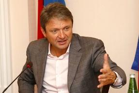 Ткачев предложил фермерам строить винзаводы в складчину