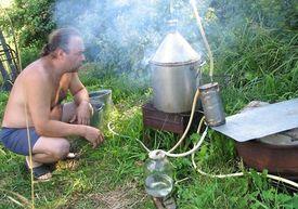 При повышении акцизов на алкоголь 15% россиян перейдут на самогон