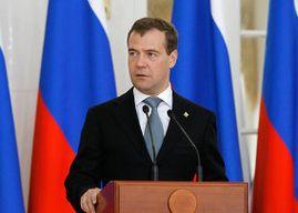 Д. Медведев: антиалкогольные решения должны приниматься в регионах