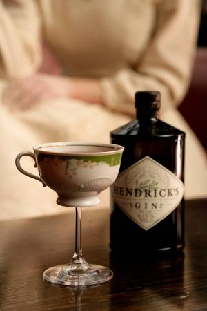 Джин HENDRICK'S и новый вечерний коктейль HENDRICK'S TEA TIME MAR