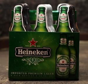 Heineken упаковал майки в бутылки