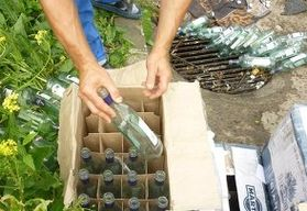 Приставы в Томске уничтожили 1 тыс литров паленого вермута
