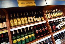Молдавия в I квартале сократила экспорт вина в РФ на 53,5%.