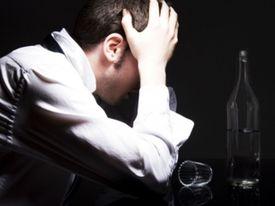 Четверть россиян снимает стресс спиртным