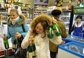 Госдума сделала продажу алкоголя детям уголовно наказуемой