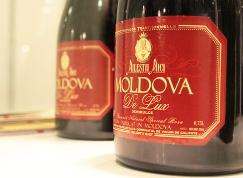 Молдаване стали пить больше испанского вина и меньше родного