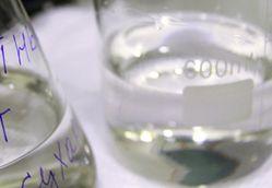 Минимальная цена на этанол снижена, водка дешевле не станет