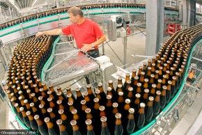 Пиво пытается протечь сквозь щели в законе
