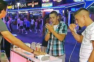 В Испании запрещают модные у туристов алкогольные спреи
