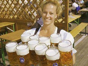 Литр пива на Октоберфесте впервые подорожал до 9 евро