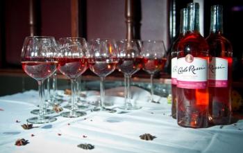 Розовое вино Carlo Rossi – освежающий вкус любви