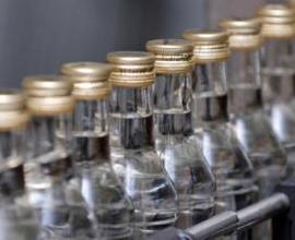Росстат: Розничные продажи водки в I полугодии снизились на 9,3%