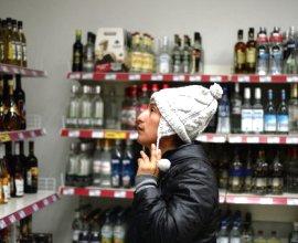 Закон, сокращающий время продажи алкоголя, подписан в Петербурге