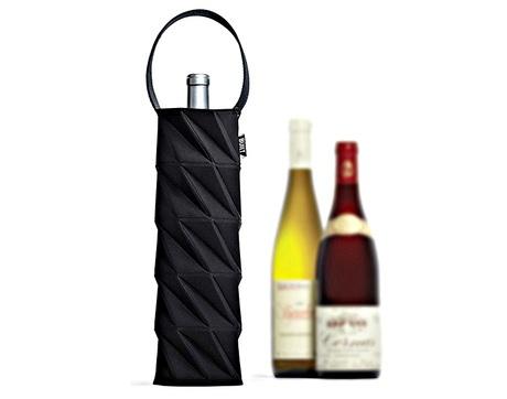защитит бутылку от внешних