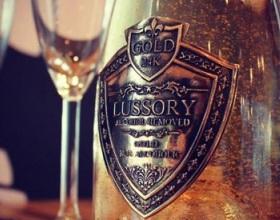 В ОАЭ начали продавать вино с 24-каратным съедобным золотом