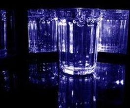 Меньше половины проголосовавших читателей «ЮП» согласны с тем, что россияне стали меньше пить