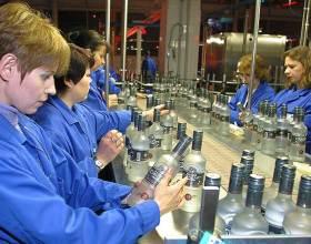 Продажи алкогольного холдинга Roust в РФ за 9 месяцев упали более чем в 2 раза