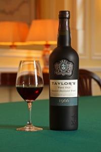 Винный дом Taylor's Port выпустил очередной 50-летний портвейн. ФОТО