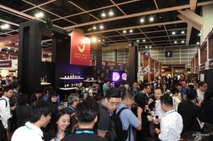 Жёлтое вино, как тысячная грань выставки в Гонконге. ФОТО