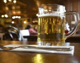 Жители Мадрида и Валенсии выпивают по 400 стаканов пива в год