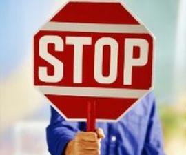 Сеть «Норман» оспаривает приостановление лицензии на продажу алкоголя в 101 магазине