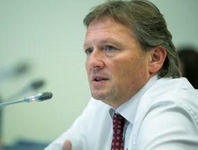 Бизнес-омбудсмен Титов считает преждевременным ввод ограничений на ПЭТ-тару объемом более 1,5 л