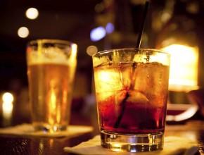 В Нью-Йорке смягчили запрет на продажу алкоголя в кафе по утрам в воскресенье