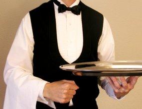 Отели и рестораны заявили о катастрофической нехватке персонала