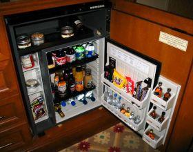 Реализация алкоголя через мини-бары гостиниц является общественным питанием и в ЕГАИС не отражается