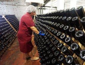 Минсельхоз выступил против повышение акциза на вино из отечественного сырья