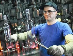 Омский стекольный завод освоил выпуск цветной бутылки