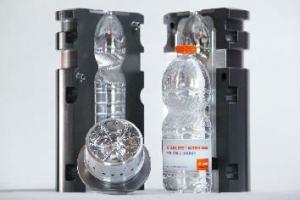 Новое дно бутылки Sidel StarLite Nitro обеспечивает большую прочность и устойчивость ПЭТ-бутылки, экономя электроэнергию