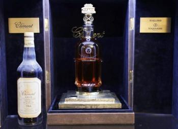 Самую дорогую бутылку рома продали с аукциона во Франции