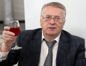 Жириновский требует приравнять алкоголь к наркотикам