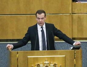 Медведев предложил усилить госконтроль за выпуском алкоголя. (ОБЗОР СМИ по теме)