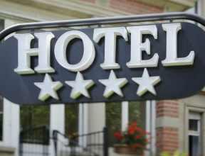 Более 100 гостиниц в Москве завышали количество звезд
