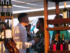 Крым смог удвоить количество качественных российских вин, заявил эксперт