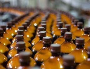 «Пьют ящиками». Эксперты объяснили ввод экспорта пива в большой таре