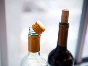 Пробка или винтовая крышка: британские ученые выяснили, вино в каких бутылках вкуснее