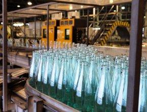 Бутылка с возвратом: в России предлагают возродить массовую сдачу стеклотары