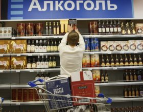 Эксперт: повышение цен на алкоголь и употребление суррогата не связаны